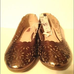 d265e1b07893e1 Bronze Iridescent Perforated Floral Scallop Flat